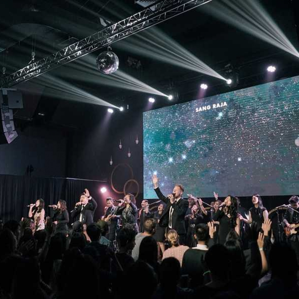 first-hillsong-church-in-asia-lit-with-chauvet-professional