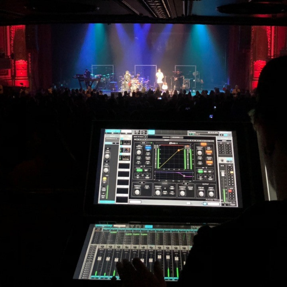 riverside-theater-chooses-waves-emotion-lv1-live-mixer